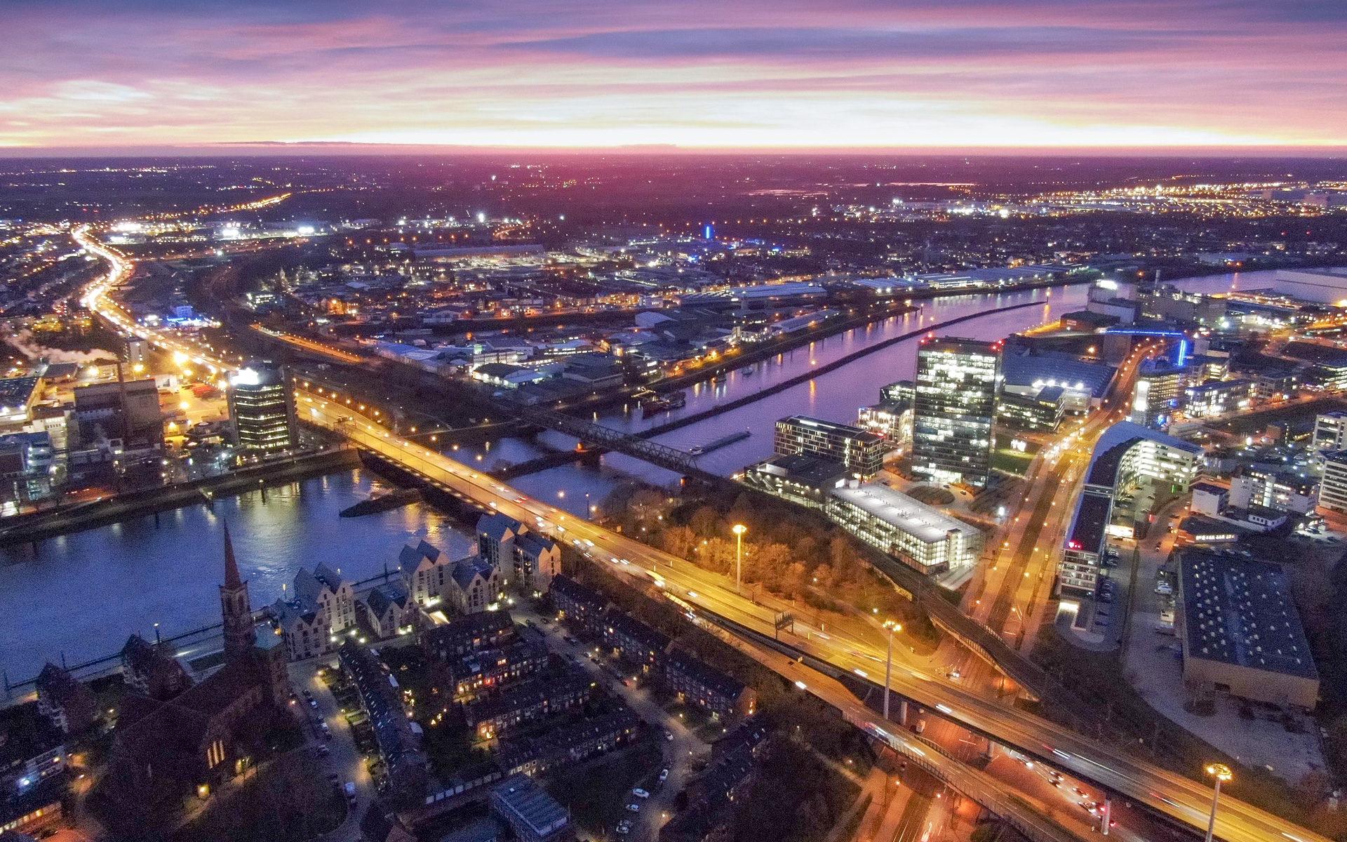 Luftaufnahme aus der Bremer Übereestadt bei Nacht