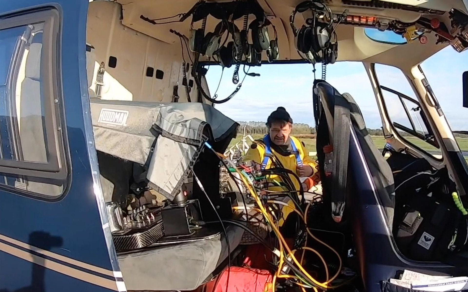 Fotograf und Producer auf dem Weg in den Helicopter